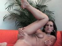 Brunette raised her leg hoping for a sex