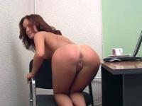 Nude beauty pussy-rubs in her self-video