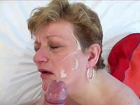 Shorthaired old fatty sucks rod and catches facial