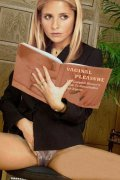 Sarah Michelle Gellar is naked and horny for dick.