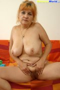 Full granny shows her wet fuzzy hole on camera