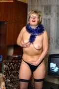 Amateur mature chubby masturbating