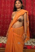 Hot Indian slut spreading them nice silk legs.