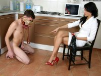 An excieting foot'n'shoes worship by beautiful Anna and her slave